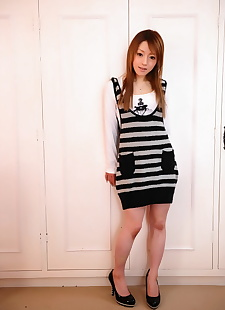 japanese sex pics Fully clothed Japanese girl flashes, skirt , legs